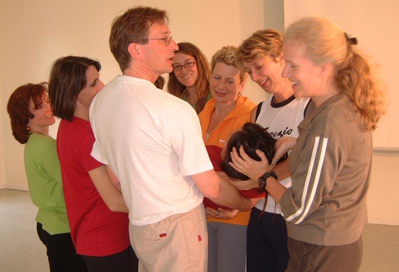 Schutz Halt getragen werden Gruppe Körperpsychotherapie